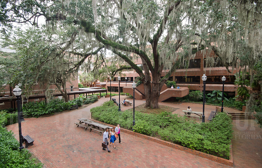 Center welcomes colleagues from prestigious SEC Faculty Travel Program